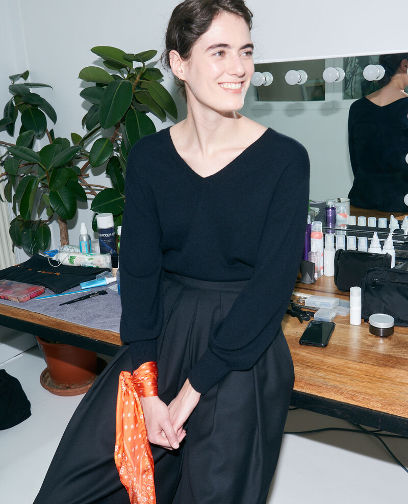 Loose cashmere 3D jumper Black beauty Paulmy