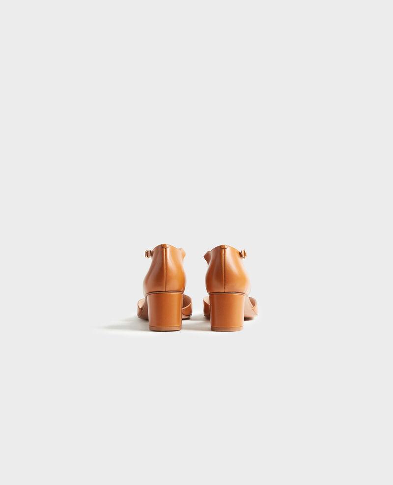 Leather T-bars Camel Pegeve