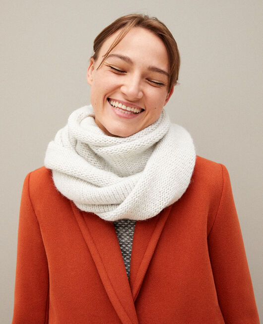 Chunky knit scarf White