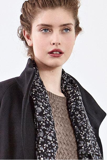 Look - Wool coat, Wool printed scarf
